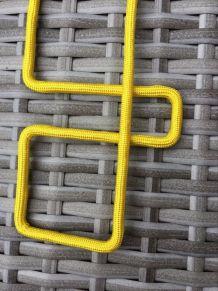 sautoir jaune