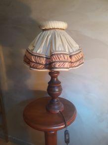lampe  en bois tourner  et abat jour 1930  tissus et gallon