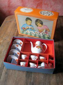 rare mini dînette des années 50/60   avec sa boite d'origine
