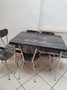 Table et chaises et bahut Formica année 60