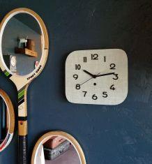 """Horloge vintage, pendule murale """"Formica vert tendre"""""""