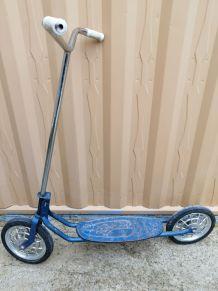 trottinette bleue