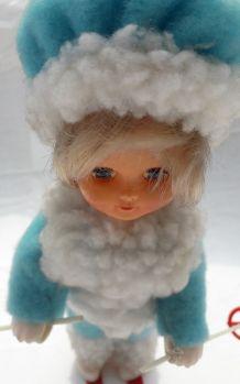Ancienne poupée skieuse