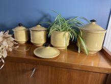 Série de 4 pots à épices en grès