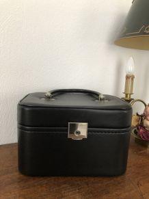 Vanity case  simil cuir noir vintage.