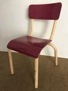 Chaise d'écolier, couleur framboise