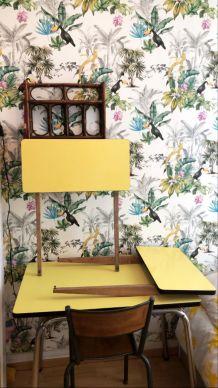 Table en Formica jaune pastel