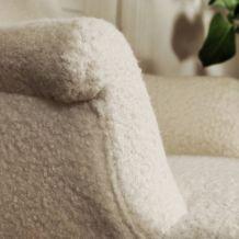 Fauteuil bergère laine bouclée