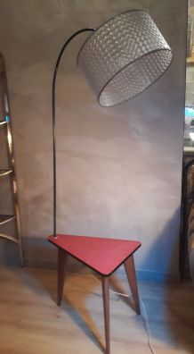 lampadaire tripode a tablette formica  1960  pied chene  tre