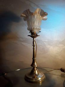 Grande lampe calice. Pied laiton et tulipe verre, 1930  styl