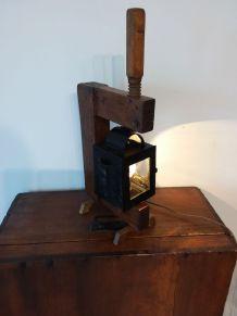 N° 167 Lampe calèche sur Serre joint