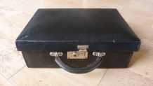 Ancienne petite valise noire