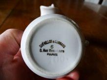 Lot 2 pichets ou crémiers en porcelaine Guérillot - Hôtel de
