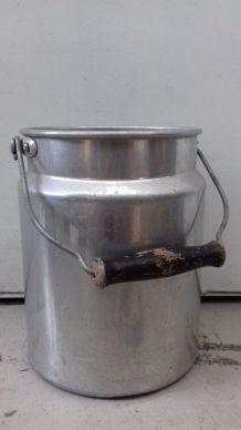 1 pot de lait ancien pour la décoration