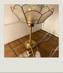 Petite lampe à poser Fleur de nacre