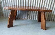 Table basse style brutaliste en orme massif – mid. XXème