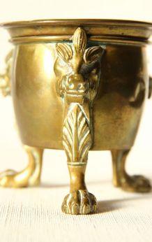 Coupe tripode, encensoir en bronze. Pieds griffus. Vintage.