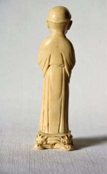 Adorable statuette d'un jeune moine bouddhiste. Vintage.