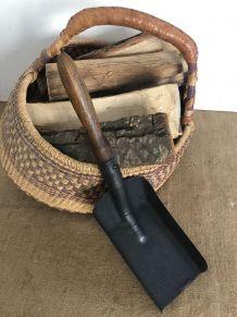 Ancienne pelle à charbon, accessoire de cheminée