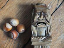 Casse-noisette en bois, figurant un Breton