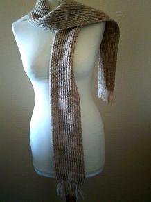 Echarpe marron  en laine tricoter à la main vintage