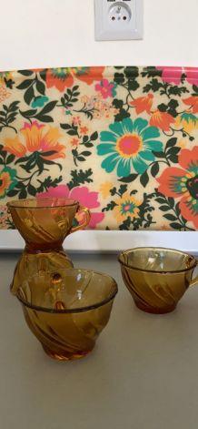 4 tasses en verre ambré vintage