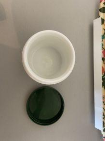 Pot en opaline blanche motifs fruits