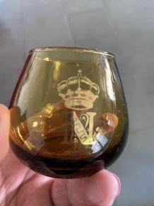 4 verres ambres avec couronne et N Napoleon