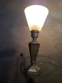 petite lampe de chevet art deco   en regule patiné or