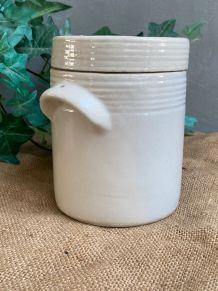Pot blanc en terre vernissée