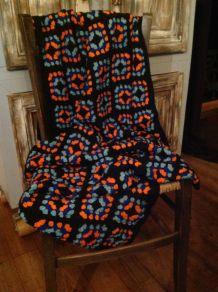 Plaid/dessus de canapé au crochet