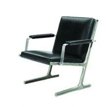 Ditte Heath, Adrian Heath: Un fauteuil en cuir artificiel