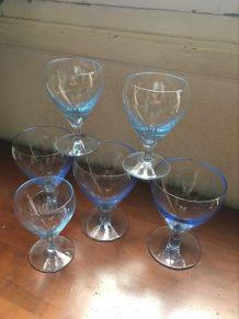 6 verres à eau et vin vintage au verre bleuté.