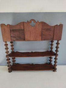 étagère bobines en bois teinté