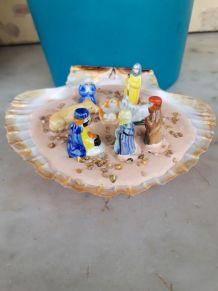 Crèche dans coquille de St Jacques 8 personnages