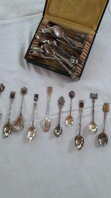 Lot de petites cuillères métal argenté Ecussons