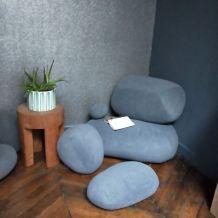 Ensemble design de 8 coussins de forme cailloux
