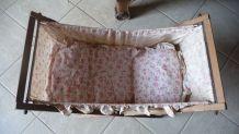 lit de poupée vintage