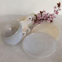8 tasses arlequin d'arcopal, vaisselle des années 60