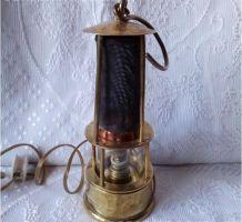 Lampe de mineur électrifiée