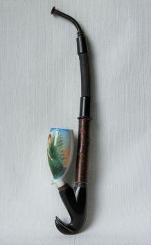 Pipe ancienne allemande en porcelaine décor femme dénudée.