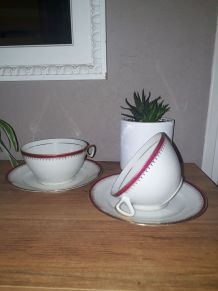 Duo de tasses et sous tasses liseré rouge et doré