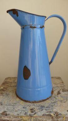 Ancien broc émaillé bleu