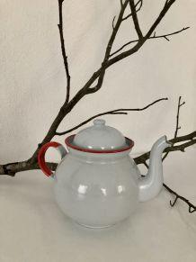 Jolie théière émaillée grise et rouge vintage