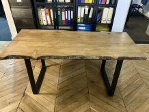 Table artisanale en bois massif