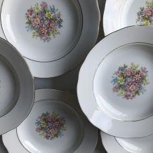 Série de 8 assiettes creuses  - en porcelaine