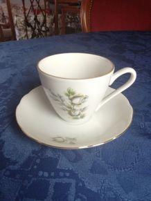 6 belles tasses à thé ou café, 6 soucoupes, porcelaine