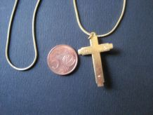 chaine et croix