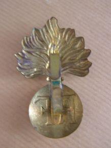 Militaria: Ancien insigne RF en métal doré