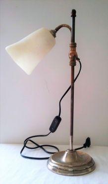 LAMPE SUR PIED ARTICULEE AVEC ABAT JOUR EN OPALINE